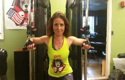 Personal trainer Eva doing womens strenght training workout in Rockland County Fitness Center